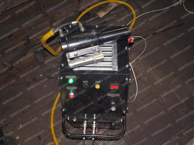 Гидравлический домкрат для натяжения арматуры ДАН-14